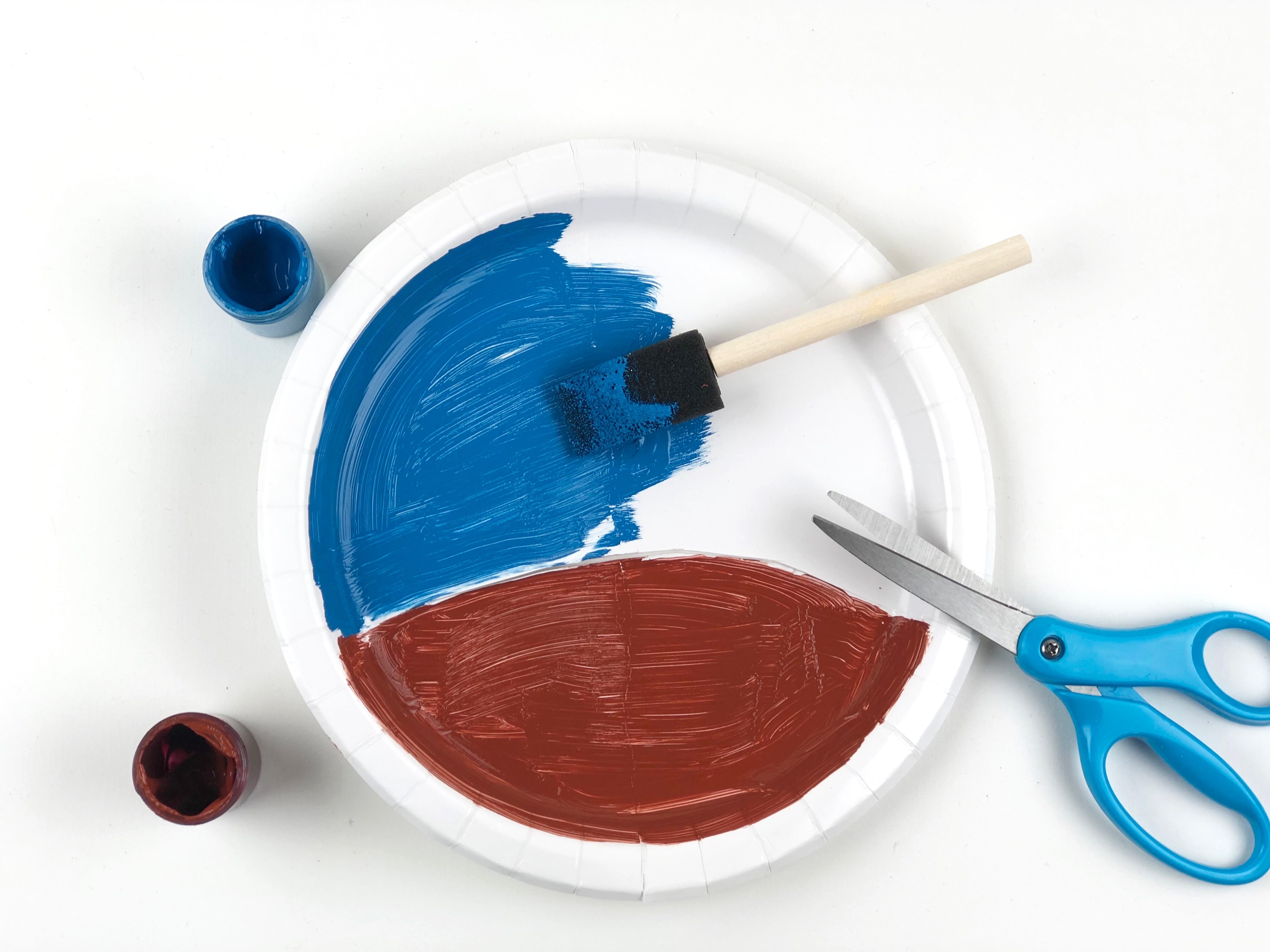Groundhog Day Paper Plate Craft step 2